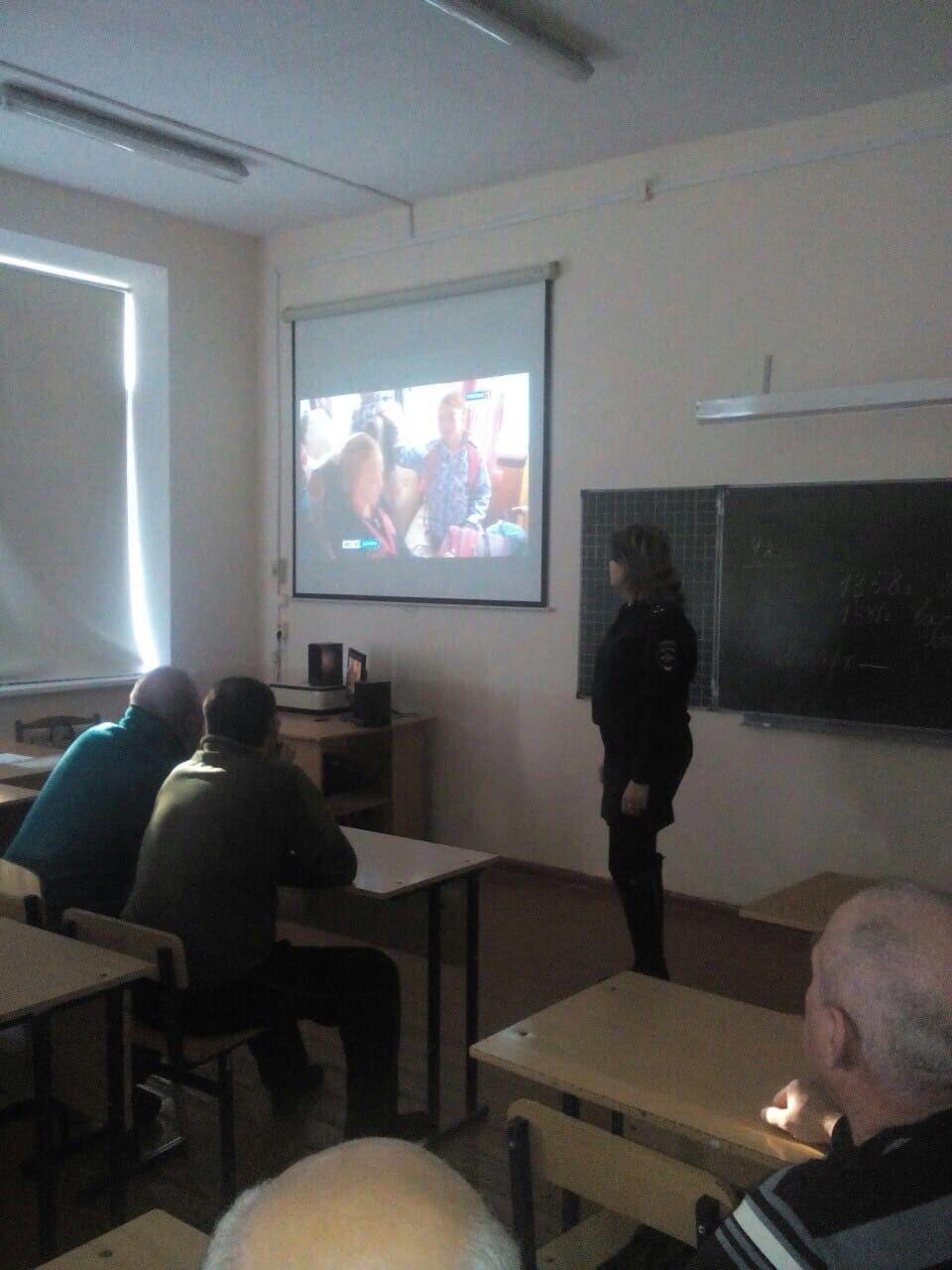 Встреча инспектора ГИБДД с водителями школьных автобусов (1)